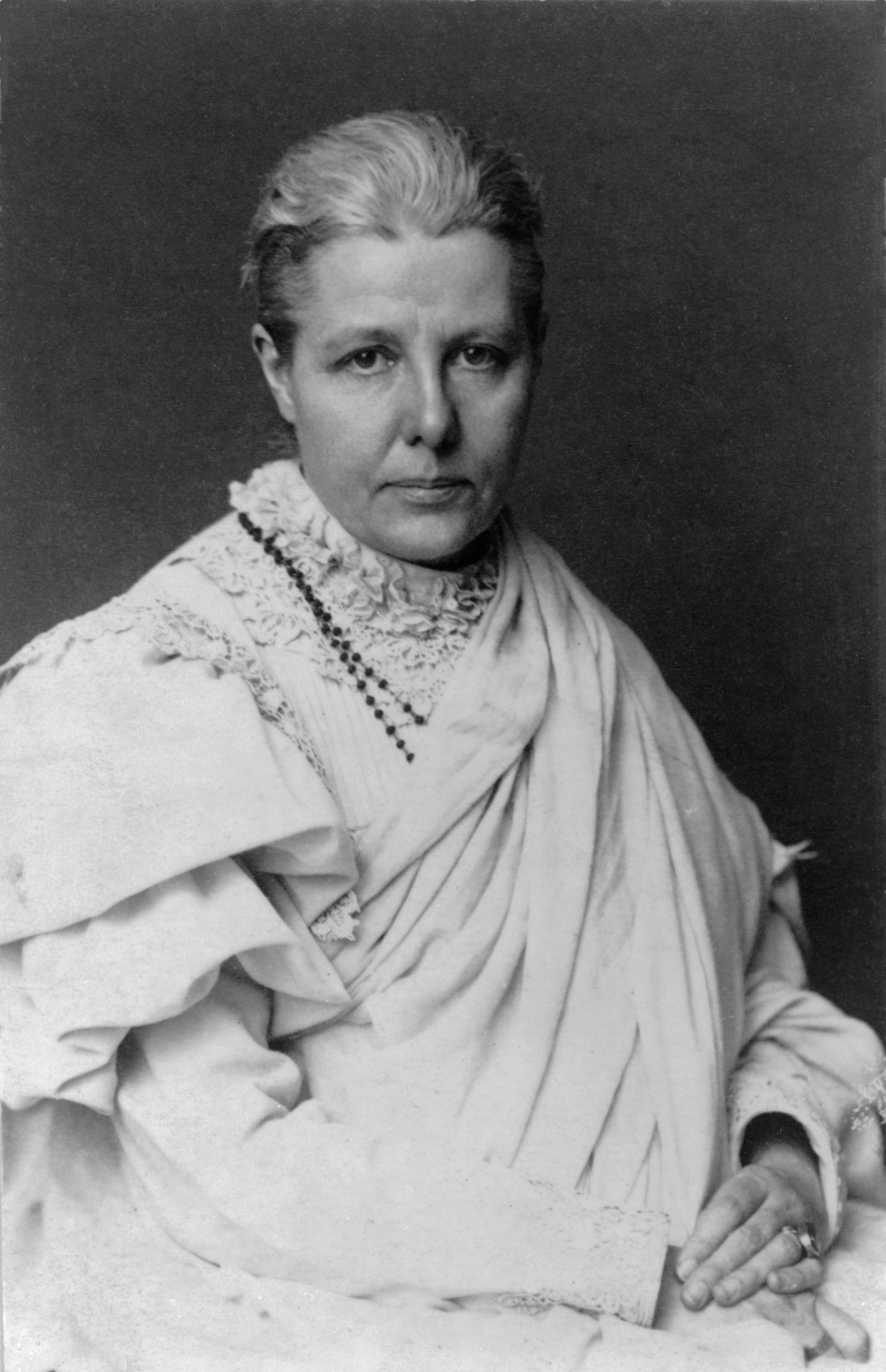 ANNIE BESANT - ANGEL OF INDIA - EAST -WEST CONFLUENCE .