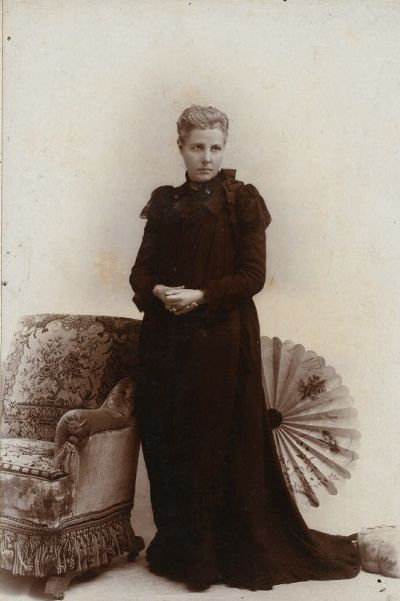 ANNIE BESANT - ANGEL  OF  INDIA . ENGLISH  WOMAN  WHO  MADE  INDIA  HER  HOME .
