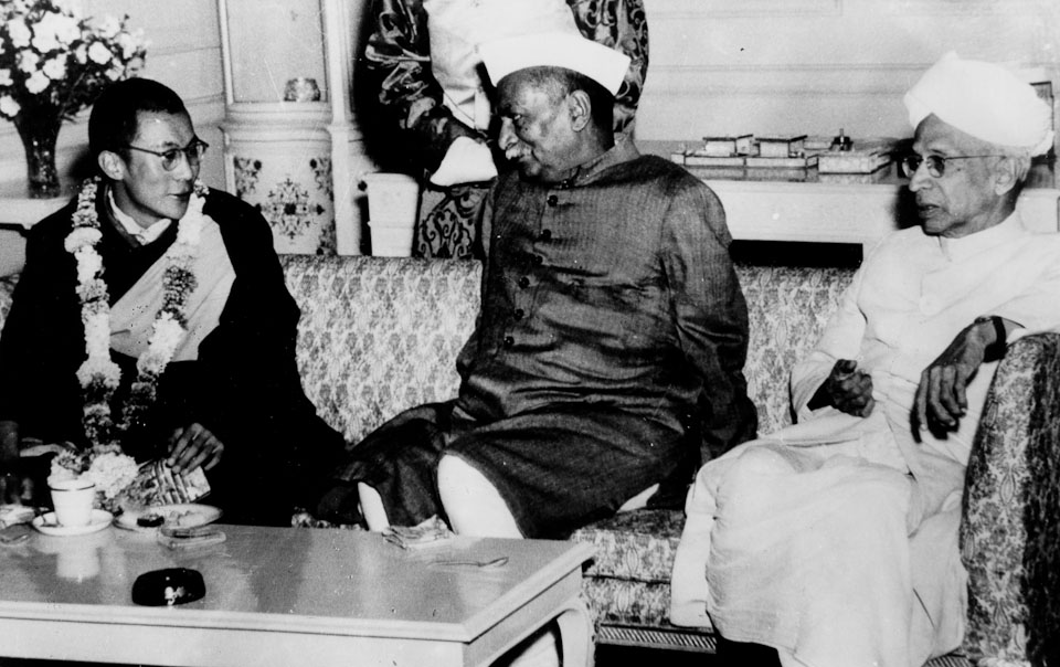 The History of Special Frontier Force-Establishment No. 22: His Holiness the 14th Dalai Lama with India's President and Vice President. Both India, and Tibet had strongly desired to resolve the conflict with communist China using diplomacy.