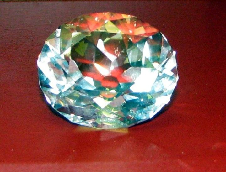 WholeDude - WholeDesigner - Whole Expose: This is the copy of the photo image of the restored Koh-i-Noor Diamond. It appears flawless. Its beauty has not diminished under the influence of Time. The truth that I want to expose is about the preciousness of this Gemstone. Diamond crystal may grow in size and yet it lacks the 'Dynamism' of Living Matter. Living body has the ability to heal itself and repair its wounds. If this Diamond is cracked, it has no natural ability to correct its defect.