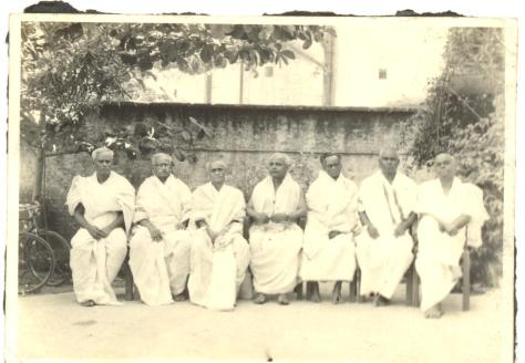 SPECIAL FRONTIER FORCE CONFIRMS NIXON'S VIETNAM TREASON: FROM THIS FAMILY PICTURE OF KASTURI BROTHERS TAKEN AT MYLAPORE, MADRAS-CHENNAI, I PROCEED TO ESTABLISH THE KASTURI - SARVEPALLI - MYLAPORE - MADRAS - INDIA - TIBET - US - CONNECTION. THE FAR LEFT IS KASTURI NARAYANA MURTHY, M.D., MY MATERNAL GRANDFATHER. THE SECOND LEFT IS KASTURI SESHAGIRI RAO, THE YOUNGER BROTHER OF GRANDFATHER WHO MARRIED DR SARVEPALLI RADHAKRISHNAN'S DAUGHTER.