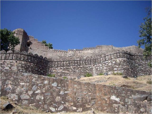 BHARAT DARSHAN - THE GREAT FORT WALL, KUMBHALGARH, RAJASTHAN.