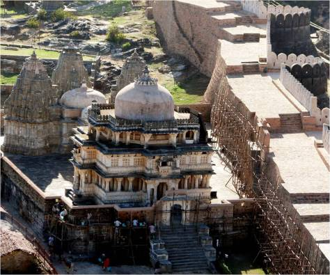 BHARAT DARSHAN - KUMBHALGARH FORT AND ITS GREAT WALL. THE FORT INCLUDES ABOUT 360 JAINA AND HINDU TEMPLES.