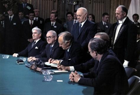 THE  EVIL  RED  EMPIRE  -  THE  FALL  OF  SAIGON :  PARIS  PEACE  ACCORDS  WERE  A  DEADLY  DECEPTION . JANUARY  27,  1973 SAIGON  WAS  DOOMED .