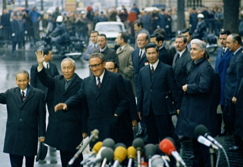 THE  EVIL  RED  EMPIRE  -  THE  FALL  OF  SAIGON :  JANUARY 23, 1973  KISSINGER  WITH  NORTH VIETNAM'S  LE  DUC  THO  AT  INTERNATIONAL  CONFERENCE  CENTER,  PARIS .