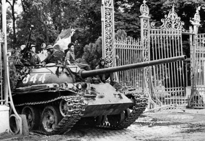 THE  EVIL  RED  EMPIRE  -  THE  FALL  OF  SAIGON :  APRIL  30,  1975 . NORTH  VIETNAMESE  TANK  ROLLS  THROUGH  THE  GATES  OF  PRESIDENTIAL  PALACE  IN  SAIGON .  DR  KISSINGER  DESERVES  RECOGNITION  FOR  BEING  THE  ARCHITECT  OF  THIS  MILITARY  DEFEAT .