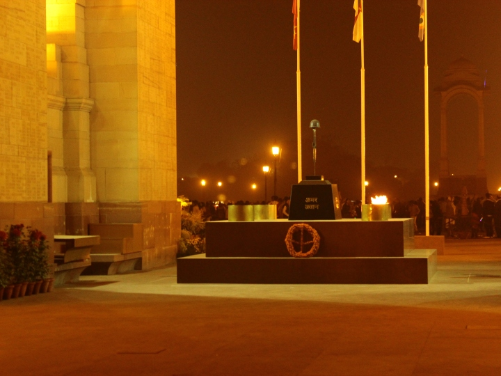 MEMORIAL DAY -  TRIBUTE  TO  FALLEN  SOLDIERS  OF  INDIAN  ARMED  FORCES .