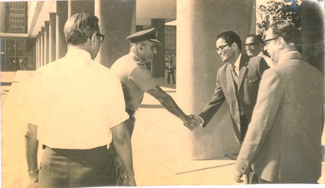 BHARAT DARSHAN - INDIA'S FIRST COMPUTER. AT TIFR, PROFESSOR PVS RAO WELCOMED INDIAN AIR CHIEF MEHTA WHO CAME TO DISCUSS THE DEVELOPMENT OF AIR DEFENCE DATA HANDLING SYSTEM.