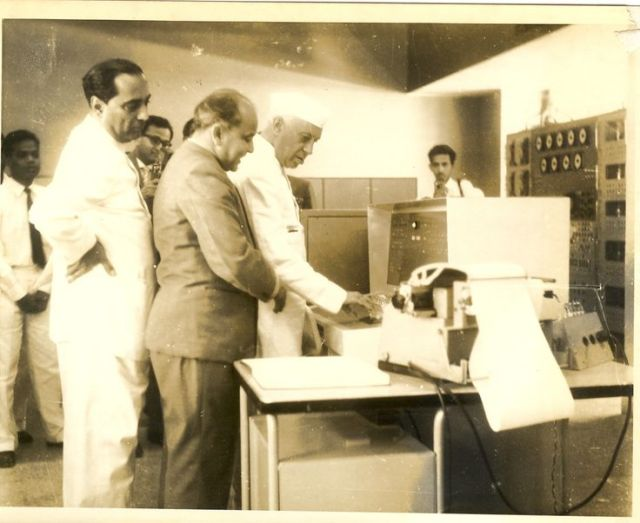 "BHARAT DARSHAN - INDIA'S FIRST COMPUTER. INDIA'S FIRST PRIME MINISTER JAWAHARLAL NEHRU DURING 1960 VISITED TIFR AND NAMED INDIA'S FIRST COMPUTER AS ""TIFRAC."""