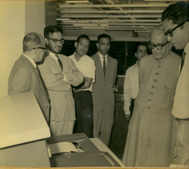 "BHARAT DARSHAN - INDIA'S FIRST COMPUTER ""TIFRAC"" DESIGNED AND DEVELOPED AT TIFR. INDIA'S EDUCATION MINISTER M C CHAGLA VISITED TIFR. PROFESSOR PVS RAO, DIRECTOR MGK AND OTHERS ARE SEEN IN THIS PHOTO."