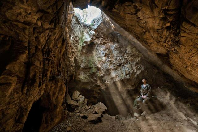 THE DISCOVERY OF HOMO NALEDI IN RISING STAR CAVE NEAR JOHANNESBURG, SOUTH AFRICA.