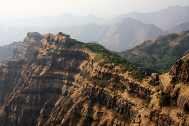 BHARAT DARSHAN - LONG-LASTING VOLCONO ERUPTIONS IN DECCAN TRAPS REGION OF INDIA MAY HAVE CAUSED DINOSAUR EXTINCTION.