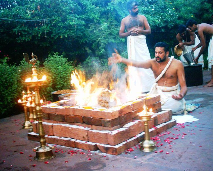 TAT ASMI PRABHU - FIFTH MAHAVAKYA - ANIMATE VS INANIMATE DUALISM. MAN LITS FIRE TO ACCOMPLISH A TASK SUCH AS PREPARING A MEAL OR TO PERFORM A RITUAL CALLED 'HOMA' OR 'YAJNA'.